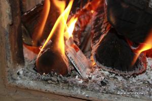Нитролен - средство для чистки дымохода от сажи в топке печи.